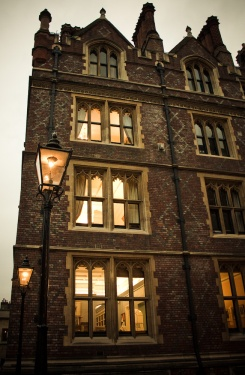 Gas_lighting_at_Lincoln's_Inn
