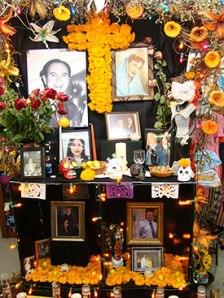 dia-de-los-muertos-altars
